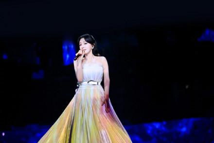 好仙啊!秦岚这裙子也太美了 满满的梦幻感