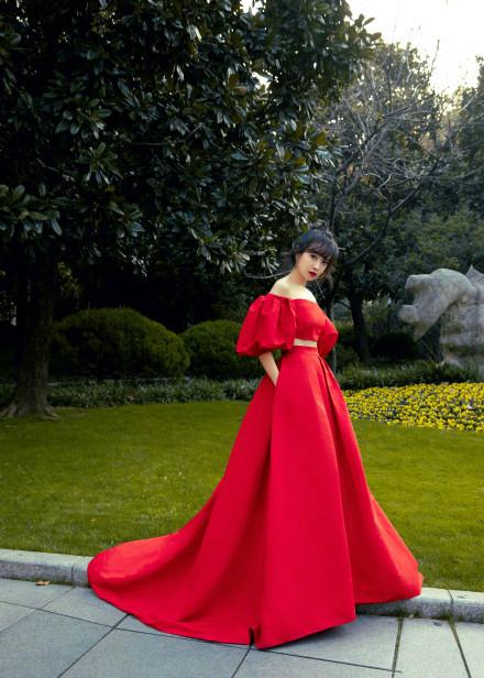宋茜活动造型释出  红礼服裙尽显华贵典雅