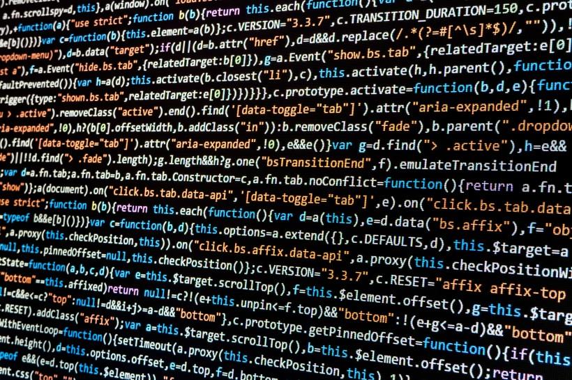 电脑屏幕上显示代码的素材图片  走进程序员的世界
